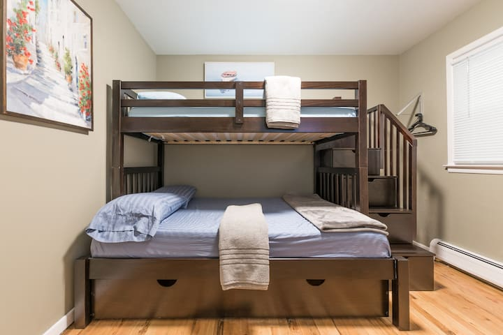 New, 20% Off: NYC 1 STOP! Suite 3B-Bunk Beds!