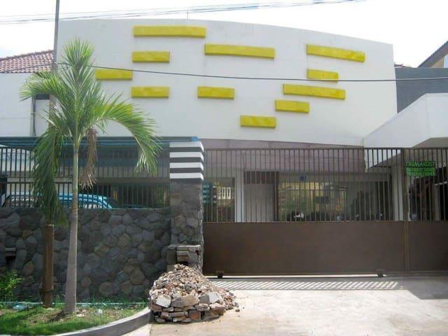 Home Stay Royal Surabaya