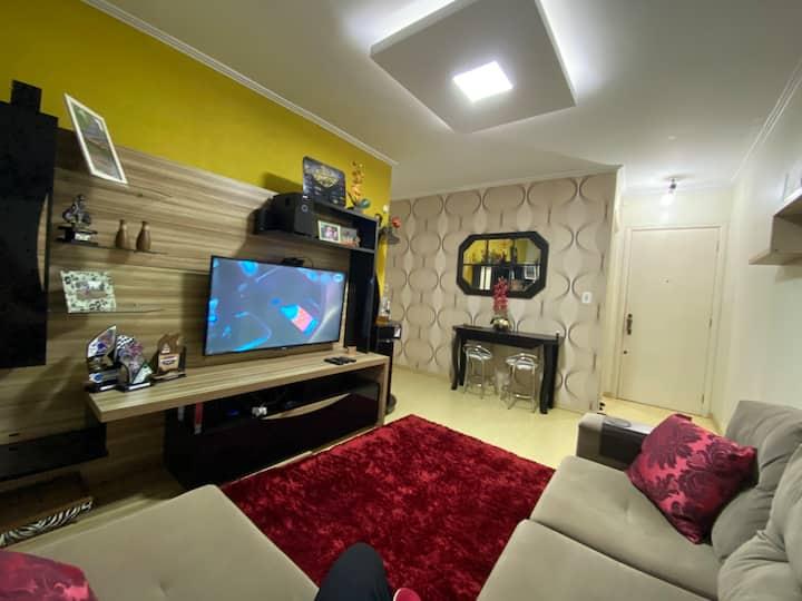 Apartamento amplo e aconchegante