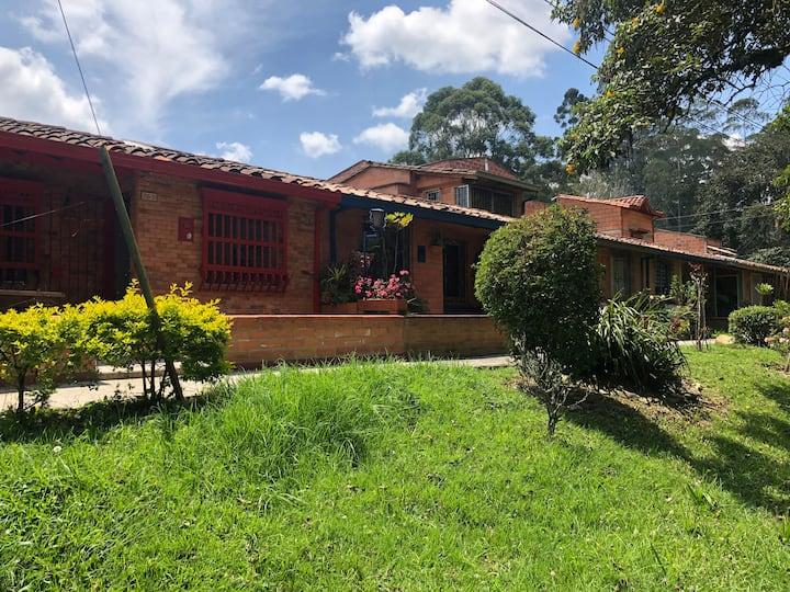House in El Retiro, excellent location.