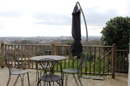 Lovely Bright House with Stunning View of Bristol2