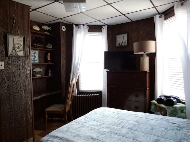 Captains Room, Queen size bed , TV & desk