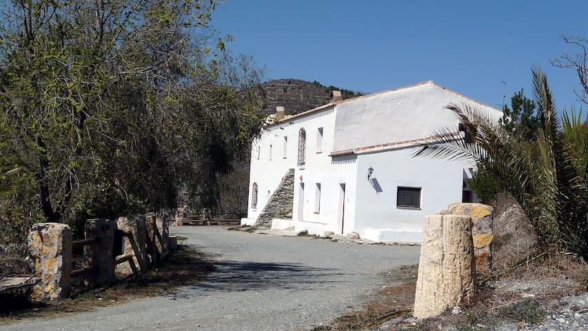 Casa Rural Abuela - Taberno - Hus