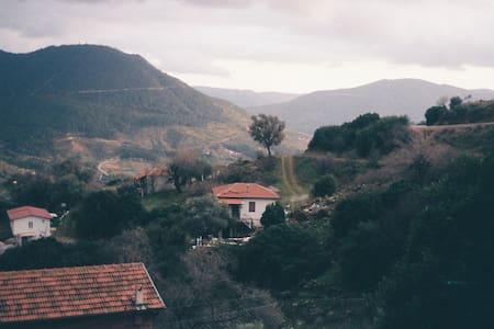 İzole, denize 20 dakika, bahçeli köy evi