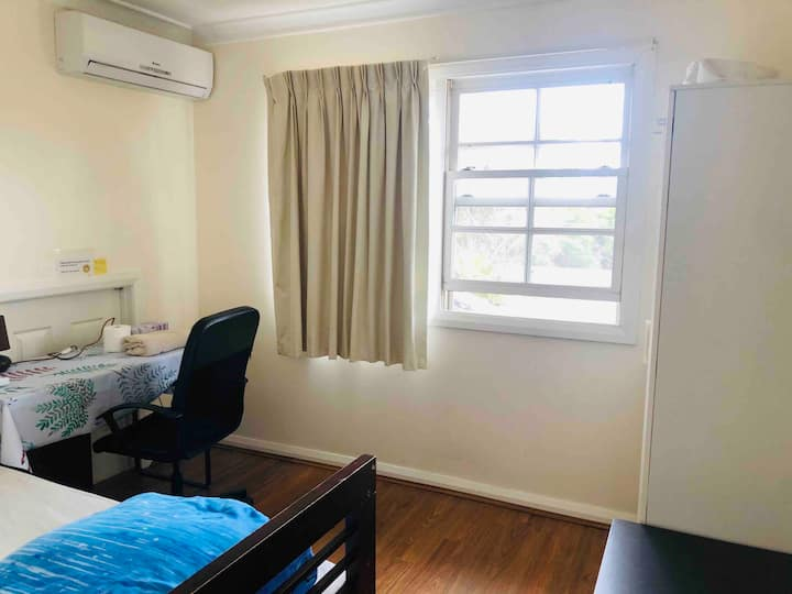 Convenient single room in Great  house No.1