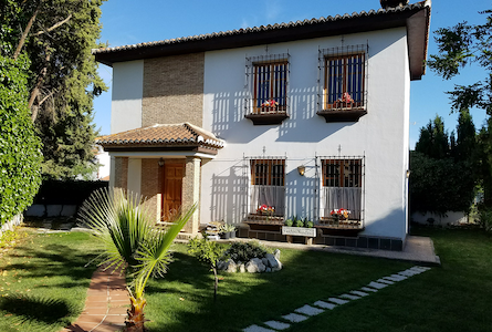 Lovely Villa, Great Granada Location —  parking!