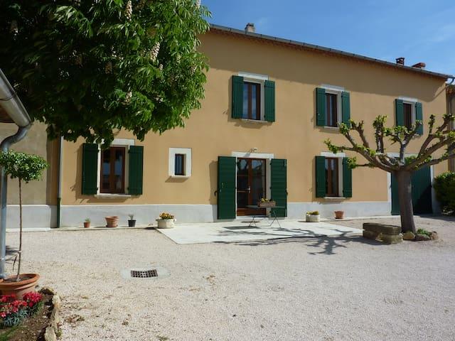 Ancienne ferme viticole - Châteauneuf-du-Pape - Villa