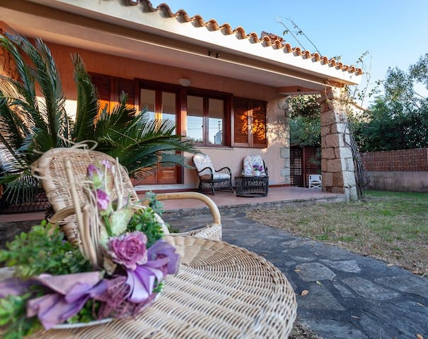 COMFORTABLE HOUSE WITH GARDEN IN SAN TEODORO