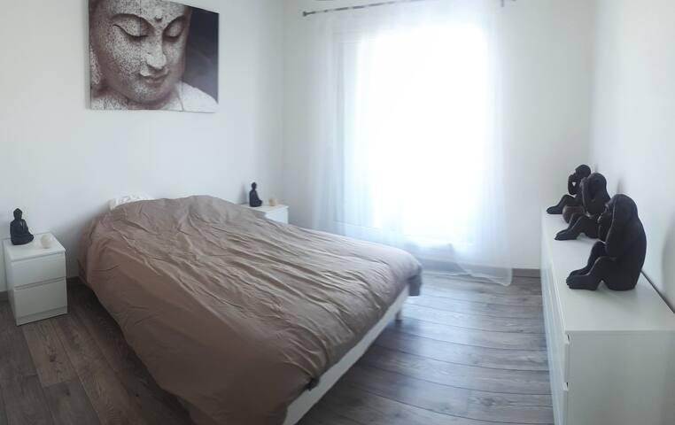 Chambre privée dans un appartement de 90m2