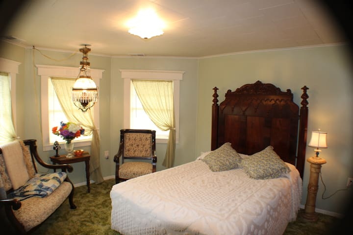 Tower Bedchamber at the Millsap-Baker Estate - Damascus - Bed & Breakfast