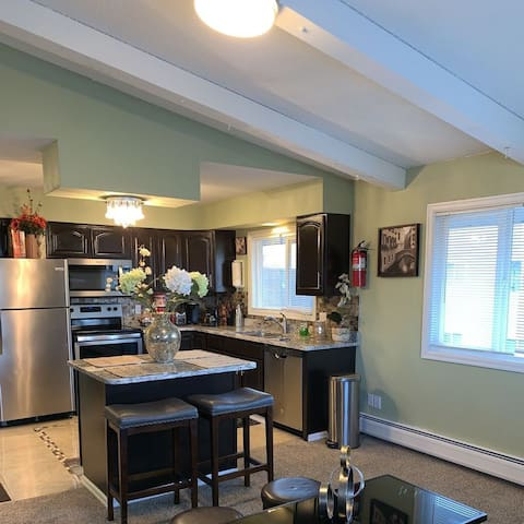 Turnagain Vacation Apartment Rentals  3B WiFi