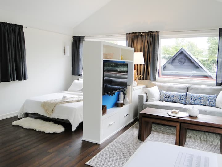 Modern Guest Loft on Lake Harriet/Linden Hills