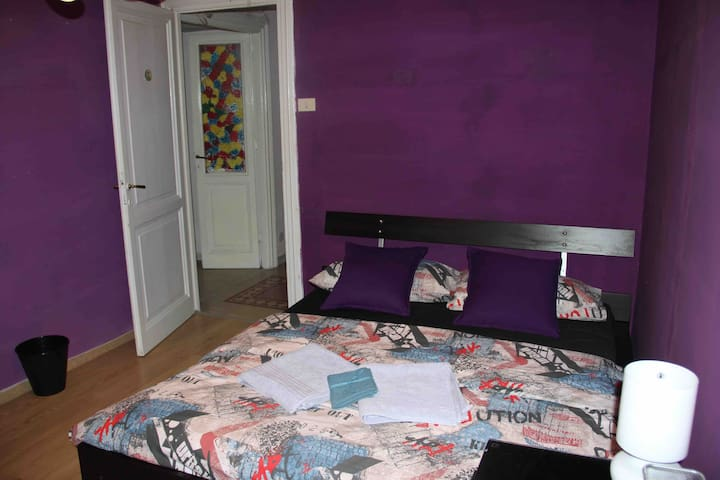 """Violetta"" Private Room,  shared bathroom"