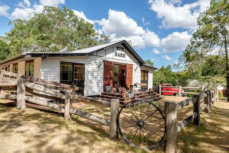 Sophisticated Farmstay Bedroom just 10km from city - Brookfield - Stuga