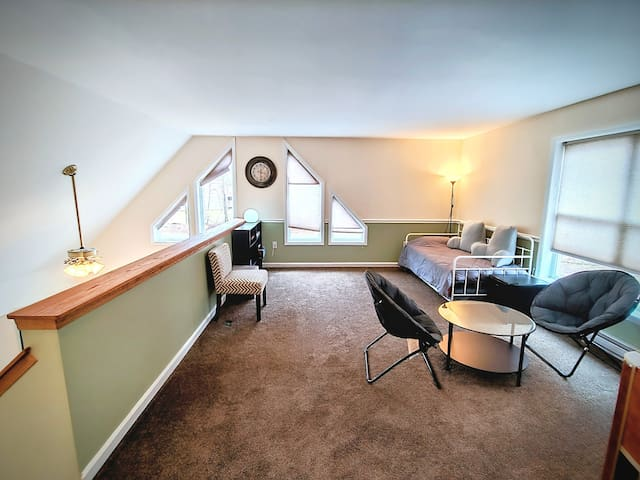 Loft (Game room) w/ trundle bed sleeping for 2