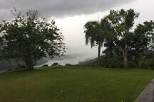 Con sol, niebla o lluvia, Finca Viernes es el escenario ideal para relajarte