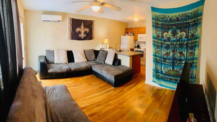 Quiet apartment near S Carrollton and river