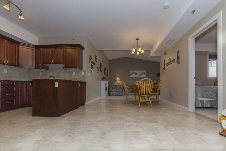 Clean, quiet and comfortable - Red Deer - Huoneisto