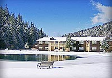 Red River, NM Condo w/ Beautiful View of Ski Slope - Red River - Appartement