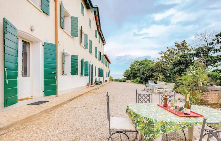 Holiday apartment with 2 bedrooms on 110m² in Montebelluna TV