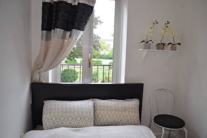 Room next to Canary Wharf and Greenwich - Londra - Ev