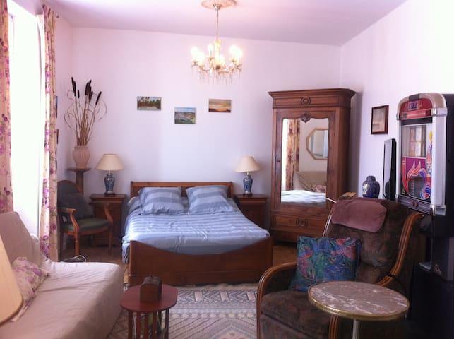 Chambre Vauban, en centre ville. - Le Château-d'Oléron - Дом