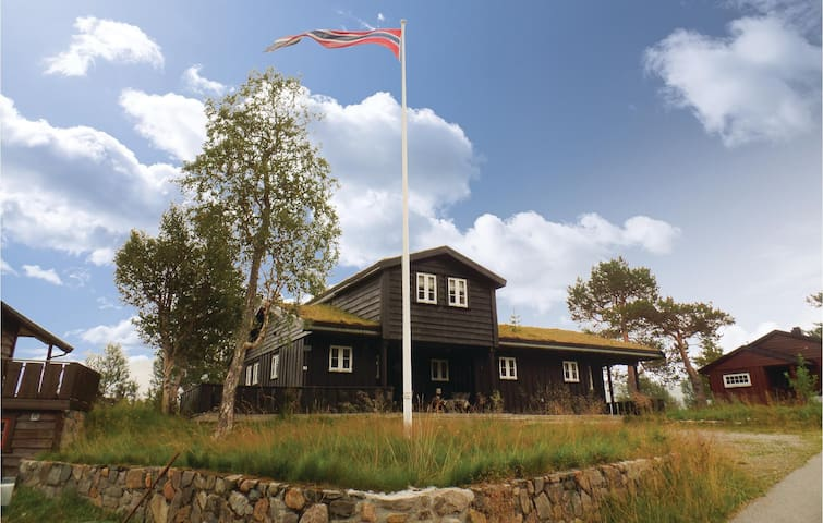 Holiday cottage with 4 bedrooms on 130m² in Hovden