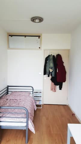 Cozy room near Delft Zuid
