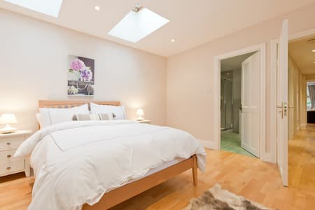 Superb S/C Garden Flat in Dalkey/Killiney Villa - Dalkey - Apartamento