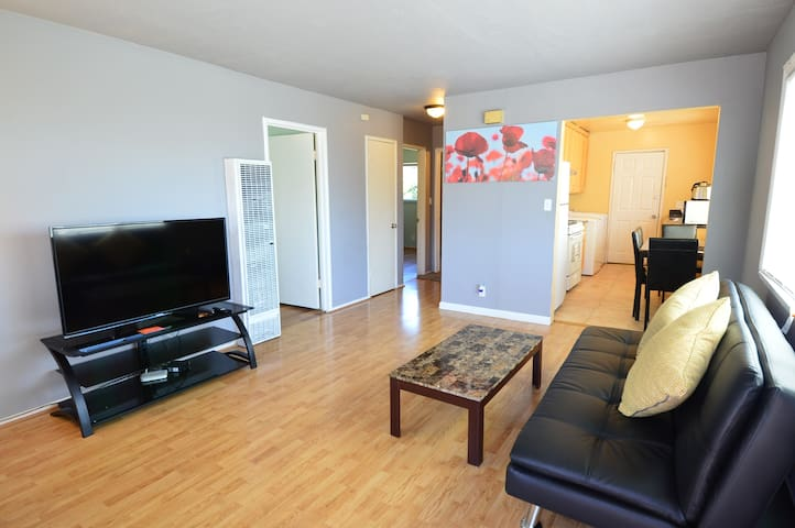 2628 Upper 2-Bedrooms near FW 580, 25 mins to SF