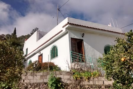 Double bedroom in a large cottage - Teror - Vila