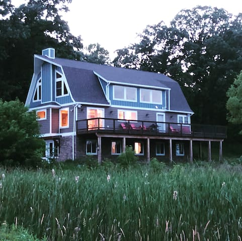 Country Estate Joten Lake Acres for 8-10 guests