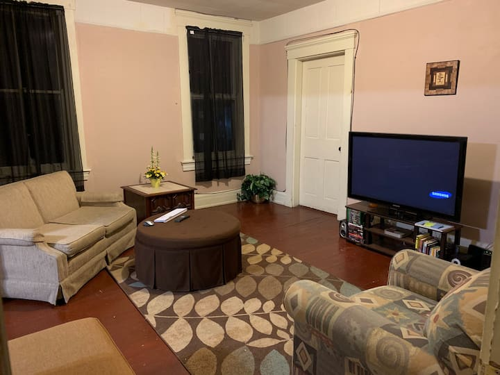 Very Spacious 4 bedroom apt, Incline District!