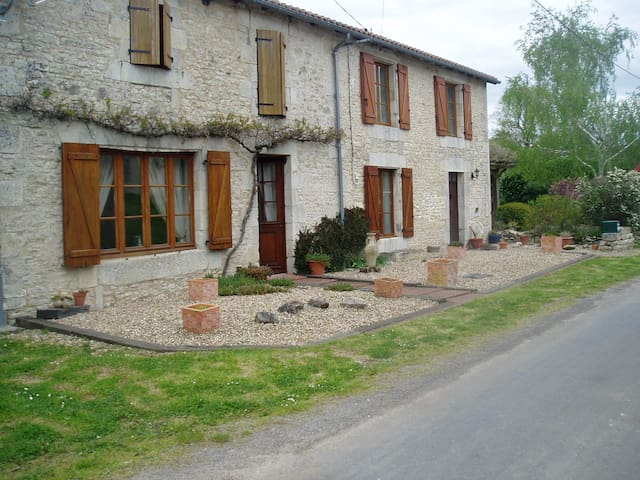 The Old Forge - Usson-du-Poitou - Casa