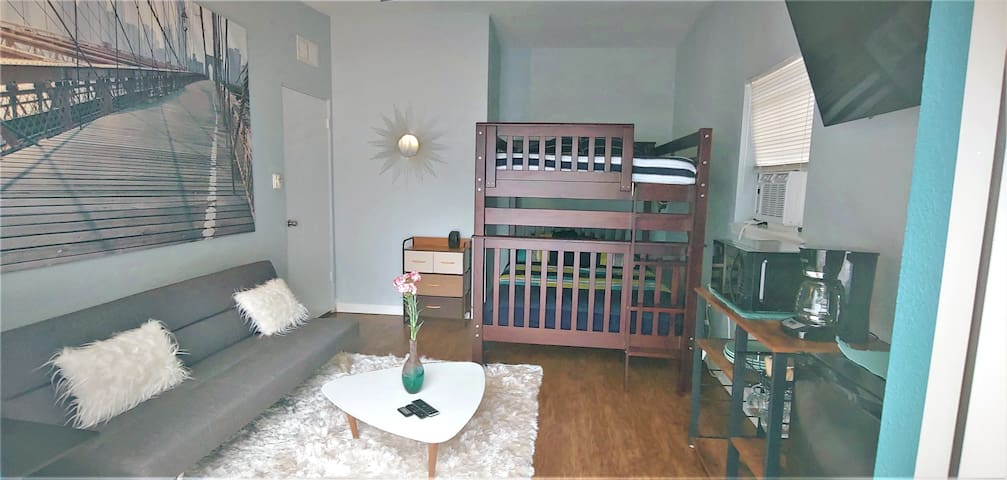 PRIVATE/COZY Room Fits 4 /Only 7 Minutes From MCO