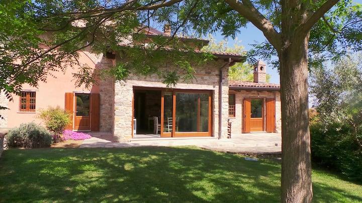 Casa Castellone Pianello Val Tidone con giardino