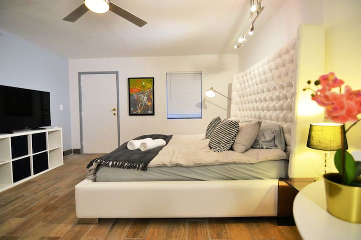 Private Studio W/ King Bed By Sunset Strip