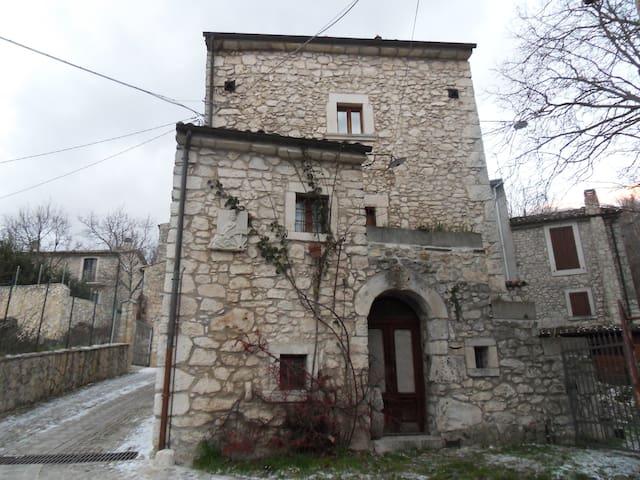 CASA MEDIEVALE Sant'Eufemia a Maiella - Sant'Eufemia a Maiella - Hus
