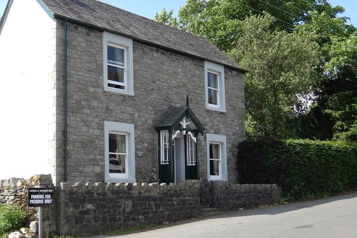Cosy Cottage in a village setting, dog friendly