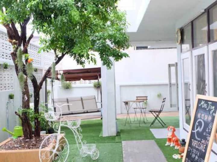 Miss Jing Hostel Bangkok (Cat & Dog Joy House)