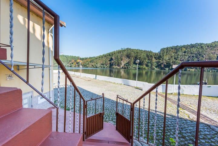 Casa à beira rio Villa Douro