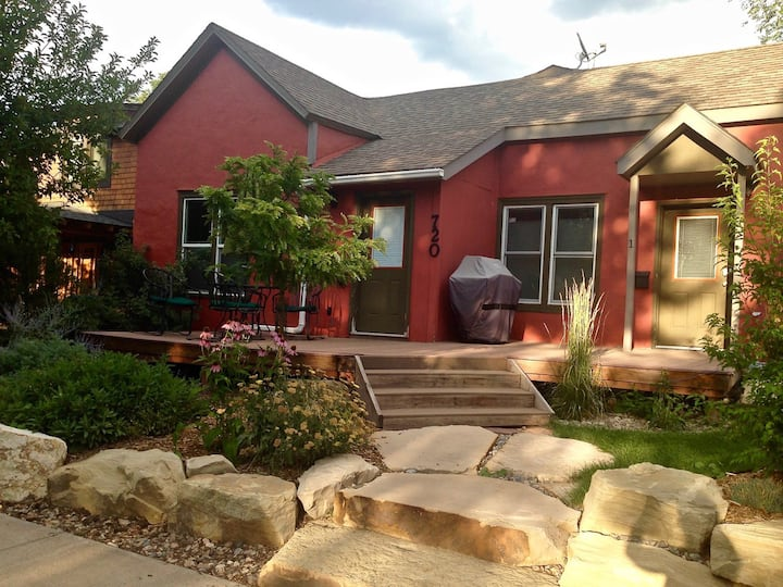 Piñon Place: Downtown; 4 Blocks to Main; Landscaped, fenced backyard