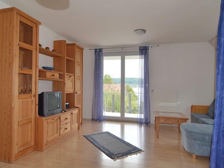 Ferienwohnung Ledergerber, (Bodman-Ludwigshafen), Ferienwohnung 1. OG, 80qm, 1 Schlafzimmer, 1 Wohn-/Schlafzimmer, max. 5 Personen