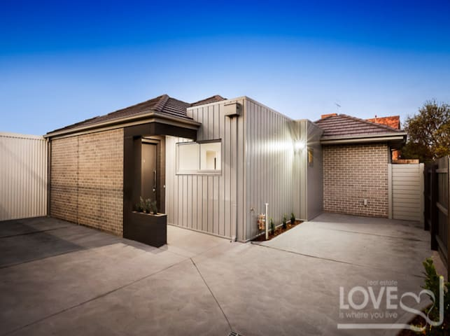 Home Away from Home - New townhouse near Thornbury - Preston