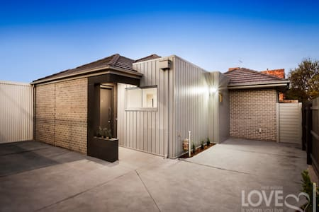 Home Away from Home - New townhouse near Thornbury - Preston - Casa