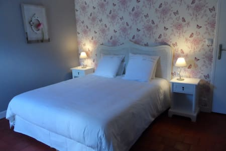 "Couet'& Café"" Papillons"" - Seigy - Bed & Breakfast"
