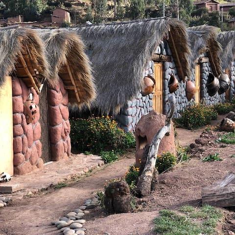 Cabañas al borde del Lago Piuray, Valle Sagrado