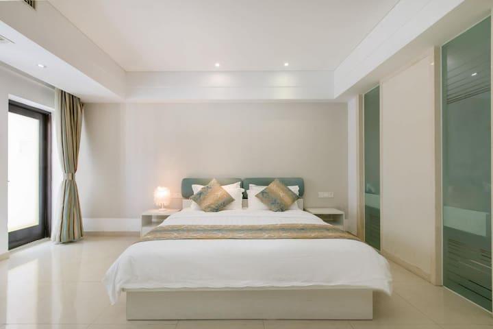 大东海4星酒店内部客房:10楼 开放式豪华大床房 近大东海沙滩 每日免费打扫卫生