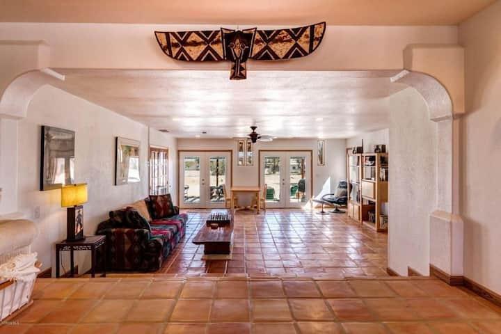 Joshua Tree Hacienda: Desert/Space/Luxury/Location