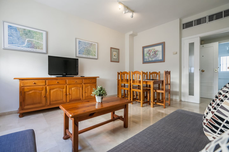 Apartamento Cerca Del Alc Zar Con Garaje Privado Flats For Rent  # Muebles Ribadeo